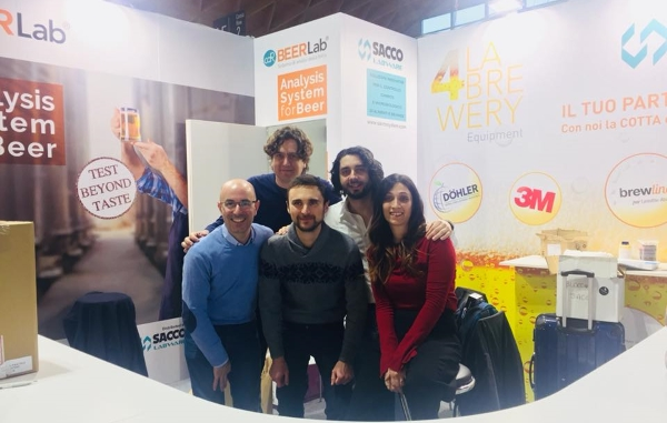 Il team CDR e Sacco allo stand CDR BeerLab BBTech Expo 2018 (Beer Attraction)
